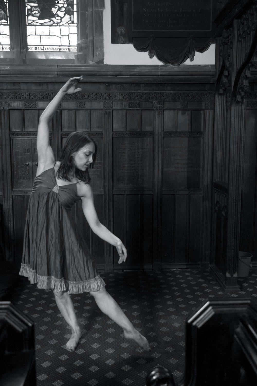 Black & white photo of Giada dancing in a ballet pose